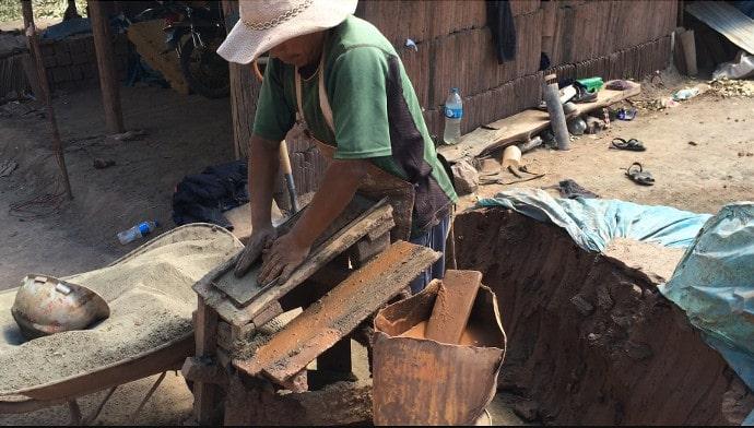 making-shingles-peru